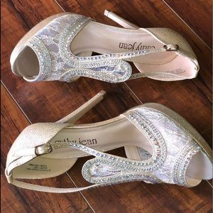 Cathy Jean Gold Lace& Sparkle Heels Size 9